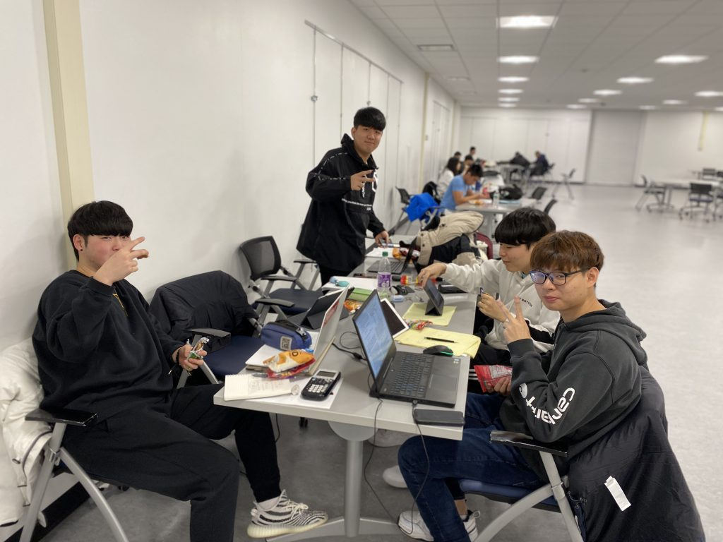 Students snacking in the library